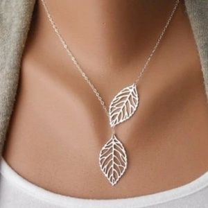Jewelry - Silver color double leaf necklace